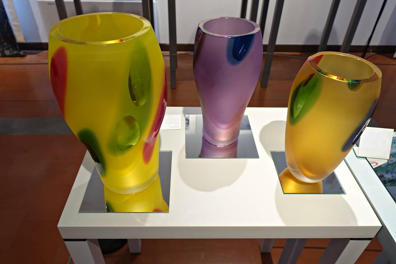 Vasen aus Muranoglas mit murano-typischen, kunstvollen Verzierungen und Farbverläufen