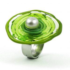 Moderner Ring in Hellgrün aus Muranoglas - handmade Geschenk