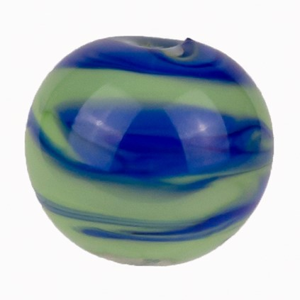gruene glasperle mit blauen eingelassenen streifen handgefertigt von der colorano glas-schmuck-manufaktur