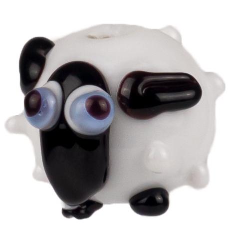drolliges schaf mit weissem Korpus und blau-schwarz-weissen Augen schwarzen Öhrchen und schwarz-weissen Füsschen aus glas handgemacht von der colorano glas-schmuck-manufaktur